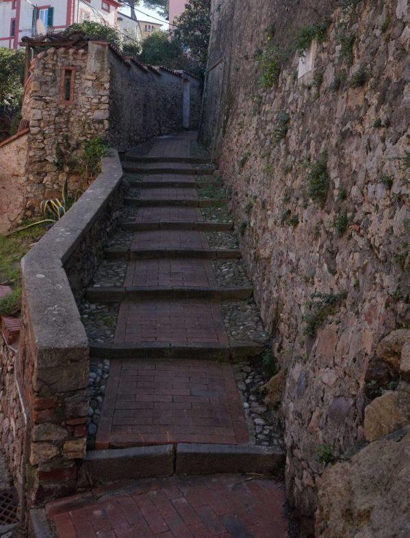 Strada del Borgo nei pressi del castello