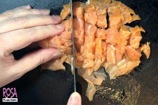 tagliare il salmone
