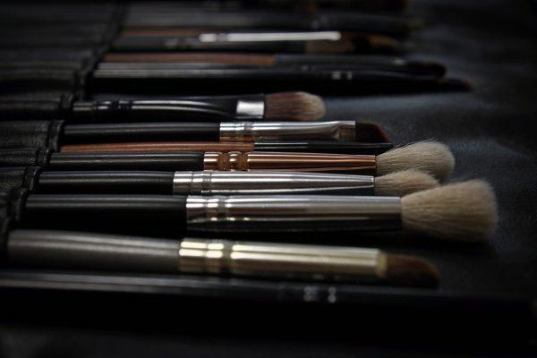 decluttering makeup pulire i pennelli