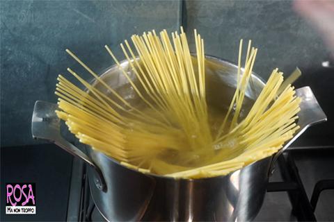 cuocere gli spaghetti