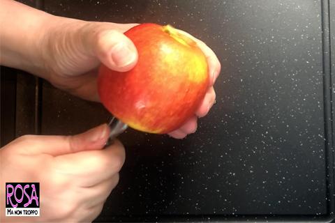 sbucciare la mela