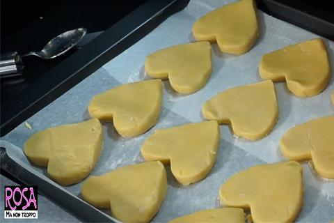 cuori di biscotto in teglia