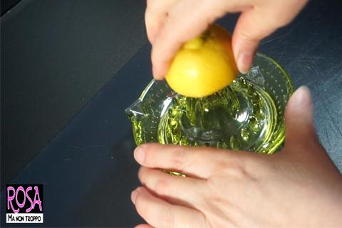 spremere il succo di limone