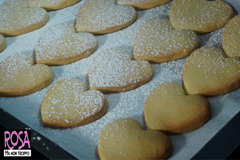 cuori di biscotto e zucchero a velo